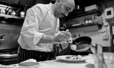 Anthony Genovese e chef e patron di una delle insegne più prestigiose e celebrate di Roma, Il Pagliaccio. Per cinque giorni il pubblico di Identità ExpoS.Pellegrino potrà assaggiare la sua cucina a pranzo e a cena:per le prenotazioni (il costo è di 75 euro per quattro portate vini compresi) è sufficiente mandare una mail a expo@magentabureau.it o telefonare al  +39 02 62012701 (foto Mattia Cinacchi)