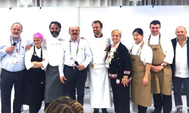 The protagonists of last night's dinner, the first of four dedicated to Italian biodiversity: left to right: Paolo Marchi, Cristina Bowerman, Marco Stabile, Oscar Farinetti, Luca Montersino, Lidia Bastianich, Kelly Jeun, Eduardo Valle Lobo and Sergio Capaldo