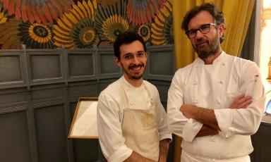 Luca Sacchi e Carlo Cracco, le due anime della cucina delprogetto Cracco in Galleria, aperto in Galleria Vittorio Emanuele II a Milano, il 21 febbraio scorso (foto Zanatta)