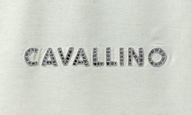 Il ricamo sulle tendine del Cavallino, a Maranello. Già un segnale della sintesi di passato e futuro, nel ristorante di casa Ferrari ora gestito da Massimo Bottura, chef Riccardo Forapani