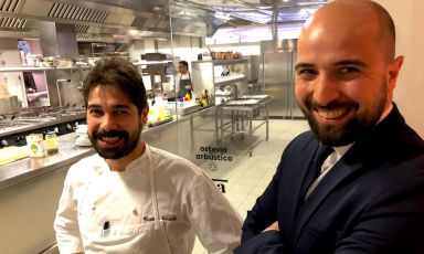 Cristian e Tomas Torsiello, rispettivamente 34 (quasi 35) e 32 anni, chef e maître dell'Osteria Arbustico, una stella Michelin, da poche settimane contenuta nell'hotel Royaldi Paestum (Salerno)