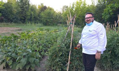 Agostino Iacobucci che s'è innamorato del nuovo, grande orto e ora lo racconta nei suoi piatti
