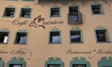 Via il telo: torna il Cafè Quinson