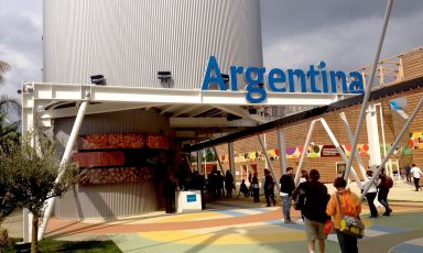 The entrance to Argentina's pavilion at Expo. Inside, a restaurant area with traditional specialties (even prices are special, from 5 to 10 euros per dish), a nice multimedia show and performances with industrial percussions