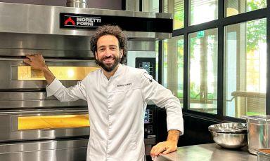 Franco Aliberti nella cucina di Vertigo, dove ha trovato posto il serieS Moretti Forni