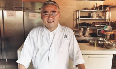 Kunio Tokuoka started to study as a chef at 20, in 1980. His dream was to continue the process of modernisation of Japanese tradition his grandfather had begun, offering his clients an increasingly wide range of dishes