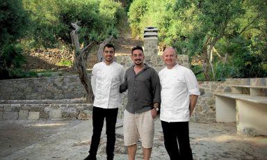 Dario Pandolfo, Marco Calabrese e Michele Ainis, rispettivamente chef, patron e pastry chef del Ngonia Bay, bellissima struttura dell'accoglienza e del buonmangiare a Tono di Milazzo