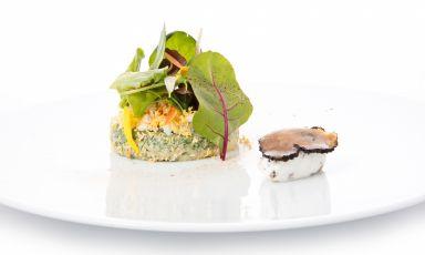 Insalata di erbe fini e spinaci, mimosa e formaggio della Valcuvia al tartufo bianco: il piatto dell'autunno di Riccardo Bassetti