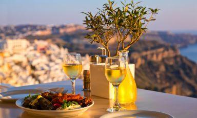 Nella terra di Dioniso: nostro viaggio nella Grecia enologica, tra bottiglie celebri e chicche inaspettate
