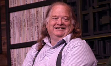 Jonathan Gold in un ritratto di PunkToad da Oakland. Massimo critico americano, era nato il 28 luglio 1960 a Los Angeles, città dove è morto nella notte del 21 luglio all'età di 57 anni. Fatale un cancro al pancreas