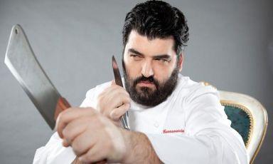 Antonino Cannavacciuolo, 40 anni appena compiuti, dal 1999 chef-patron del ristorante Villa Crespi di Orta San Giulio (Novara), 2 stelle Michelin. E' lui l'autore del menu che arricchirà Identità ExpoS.Pellegrinoda mercoledì 19 a domenica 23 agosto. Cinque pranzi e cinque cene a75 euro vini inclusi (prenotazioni expo@magentabureau.it e +39.02.62012701)
