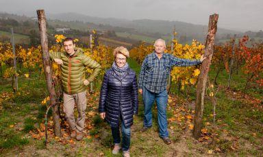 Elisa Semino, al centro, con il fratello Lorenzo e il padre Piercarlo