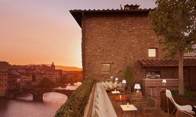 La vista magnifica da La Terrazza, cocktail bar lounge a Firenze, una delle strutture di Lungarno Collection