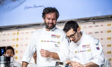 Luca Sacchi, braccio destro di Cracco: «La cucina è cresciuta tantissimo; non altrettanto la qualità di vita dei cuochi»