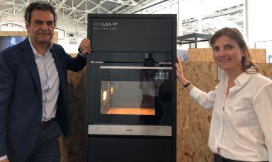 Mario Moretti, CEO di Moretti Forni, e Federica Anniballi, che ha firmato il design di Proven