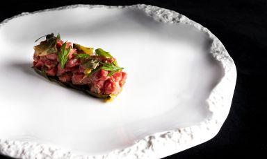 Battuta di Chianina, kimchi di cicorino, lardo di Grigio del Casentino e geum urbanum:il piatto della rinascita di Filippo Baroni