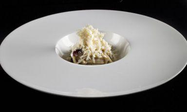 Spaghettoni al burro d'acciuga, formaggio di fos