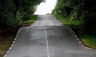 """Il """"muro"""" - come si dice nel ciclismo - che dà il nome a un paese al centro della Bretagna: Mur de Bretagne"""