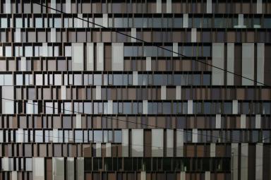 Un particolare della facciata dell'headquarter firmata Cino Zucchi