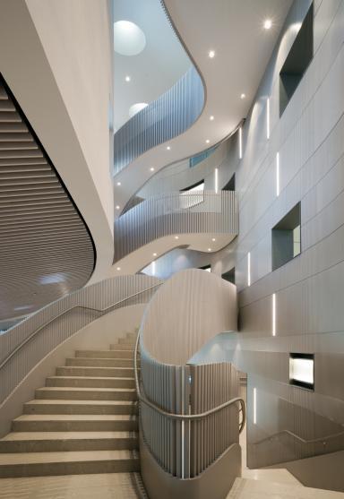 Un particolare della scala nell'headquarter (foto Andrea Martiradonna)