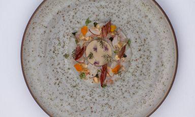 Crudo di scampi e foie gras alla nocciola: la ricetta della rinascita di Marcello Corrado