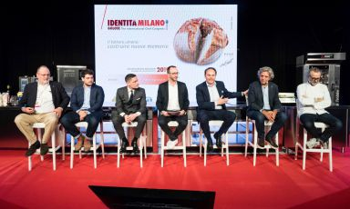 The participants in the debate promoted byCantin