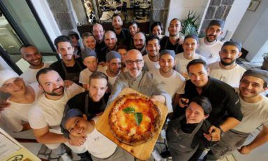 Franco Pepe con lo staff di Pepe in Grani