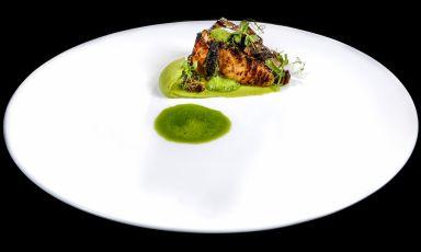 Pesce nero di fondale, lumachine di mare, piselli e spugnole: il piatto del 2021 di Valentino Cassanelli