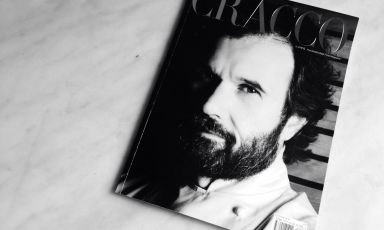 Black and white cover and glossy heading. This is how the Italian edition of Four debuts. For the editorial market in our country, the choice was to focus on only one protagonist per issue. And to start with the most notorious of them all, namely Carlo Cracco, to whom the second issue of the magazine should also be dedicated