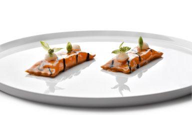 Raviolo di scampo, aglio nero profumato alla 'nduja: la ricetta della rinascita di Alessandro Ferrarini