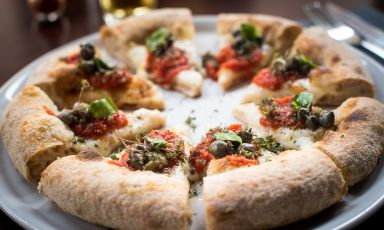 La pizza coi capperi del nuovo Berberè milanese (