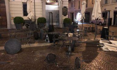 I danni al dehors della Farmacia del Cambio, a Torino...