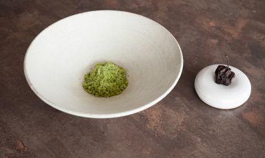 Acetosella, mela nera e cioccolato di Koji: il piatto del 2021 di Mirko Gatti