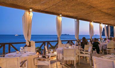 Il ristorante beach-club Remmese dell'hotel Le Agavi, Positano (Salerno)