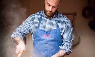 Eugenio Roncoroni, nato nel 1983 a Milano, da madre californiana e padre milanese. È lo chef-patron de Al Mercato e degli altri locali di Al Mercato Group, ossia Burger Bar e Noodle Bar