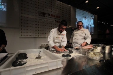 In chiusura di giornata, Angelo Rumolo e Vitantonio Lombardo hanno condiviso la scelta di un impasto black al carbone vegetale