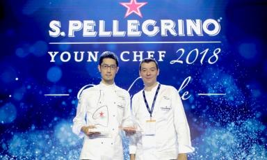 Lochef giapponeseYasuhiro Fujioha conquistato la vittoria nella terza edizione del S.Pellegrino Young Chef. Una vittoria con un sapore anche un po' italiano: il suo mentore è stato infattiLuca Fantin, qui ritratto al suo fianco, chef del ristorante Bulgari Ginza Tower