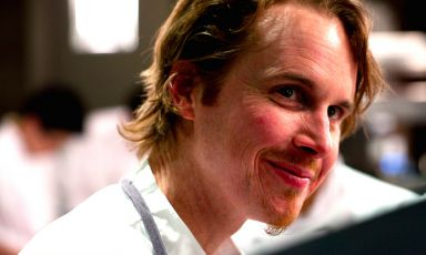 Un intenso primo piano di Grant Achatz, 41 anni, originario di St.Clair nel Michigan. Nel 2004 ha aperto Alinea a Chicago, 3 stelle Michelin e 26° nella classifica World's 50Best (dopo essere stato anche 6°). Nell'aprile del 2011 ha aperto anche Next e il cocktail bar The Aviary. In autunno nascerà Roister, nel 2016 Alinea cambierà volto a Chicago e diventerà anche pop-up a Miami e Madrid
