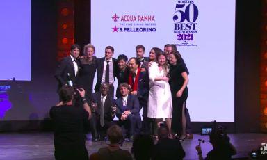 La squadra del Noma di Copenhagen festeggia il primo posto al The World's 50Best Restaurants 2021