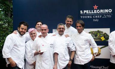 Alessandro Salvatore Rapisarda with the jury: from left to right Alessandro Negrini, Cristina Bowerman, Fabio Pisani, Mauro Uliassi, Andrea Berton e Davide Oldani