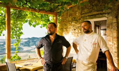 Federico and Tommaso Vatti. The two brothers, the latter in charge of the wines, the former of the culinary offer, shine at La Pergola in Radicondoli, in the countryside of Siena
