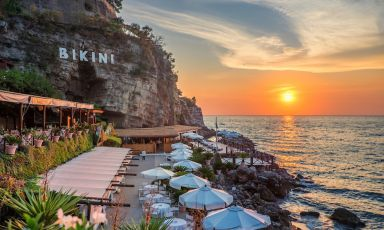 Il Bikini al tramonto. Tanta bellezza va preservata. Ma anche sviluppata, senza cambiarne l'identità
