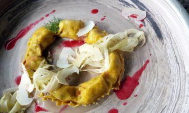 Corona di ravioli ripieni di cinturellocon castagne, melograno e finocchio: il piatto del 2021 di Paolo Trippini