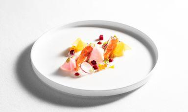 Trota salmonatamarinata alla rapa rossa, kefir, barbabietole acidule: il piatto del 2021 di Alessandro Martellini