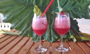Martedì 28 luglio il Fruit Punch analcolico a base di frutta fresca preparato da Fabiano Omodeo sarà in vendita a 5€ sulla terrazza di Identità ExpoS.Pellegrino