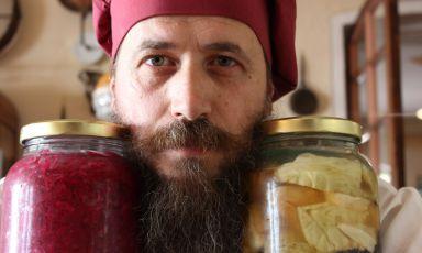 Crema di porcini, carne dry aged, sedano rapa, latte: la ricetta della rinascita di Michele Valotti