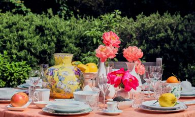 Una tavola speciale, nel giardino della residenza di Alessandro Manzoni a Milano, dedicata per i prossimi mesi a una proposta che unisce cultura e gastronomia
