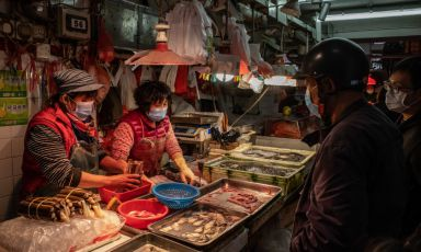 Un wet market a Macao, Cina (foto Anthony Kwan/Getty Images)