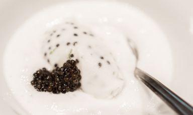 Lo splendido Gelato latte e caviale servito al termine della cena tutta a base di caviale Calvisius e firmata Andrea Ribaldone, a Identità Expo S.Pellegrino
