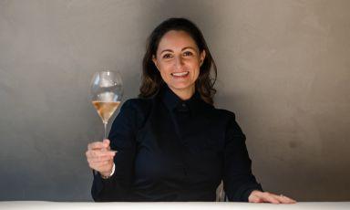 Elisa Forlanelli, responsabile di sala del ristorante Feel di Como, trasferito in questi mesi estivi nella cinquecentescaVilla del Grumello(ne abbiamo parlato qui)